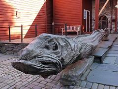 ベルゲンの世界遺産ブリッゲンの干し鱈モニュメント