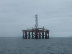 ザイデルダムから見た油田