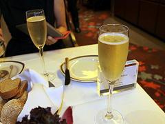 ザイデルダムのガラディナーでのシャンパン