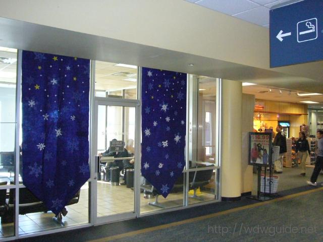ワシントンダレス国際空港(IAD)のコンコースCの喫煙所