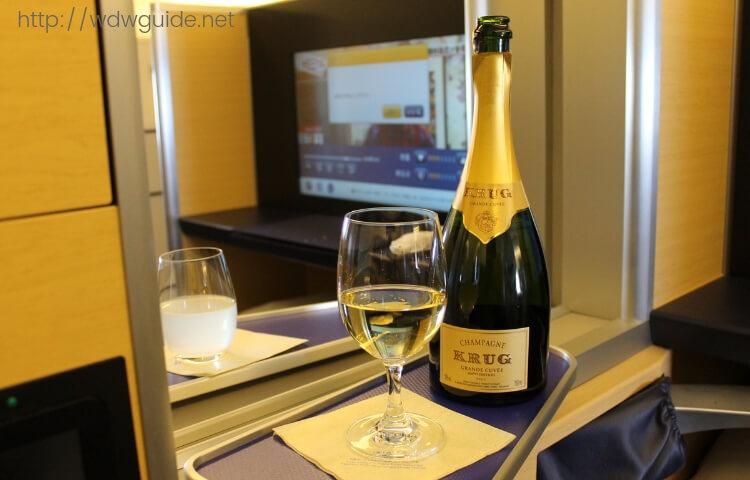 ANA ファーストクラス搭乗記 | ANAファーストクラスの機内食やシートを紹介