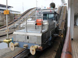 ザイデルダムから見たパナマ運河の機関車