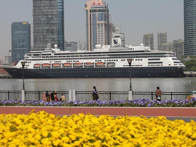 上海の黄浦江に停泊するフォーレンダム