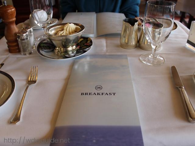 フォーレンダムのメインダニングでの朝食