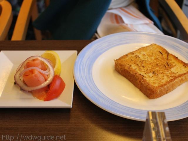 フォーレンダムのリドでの朝食のフレンチトースト
