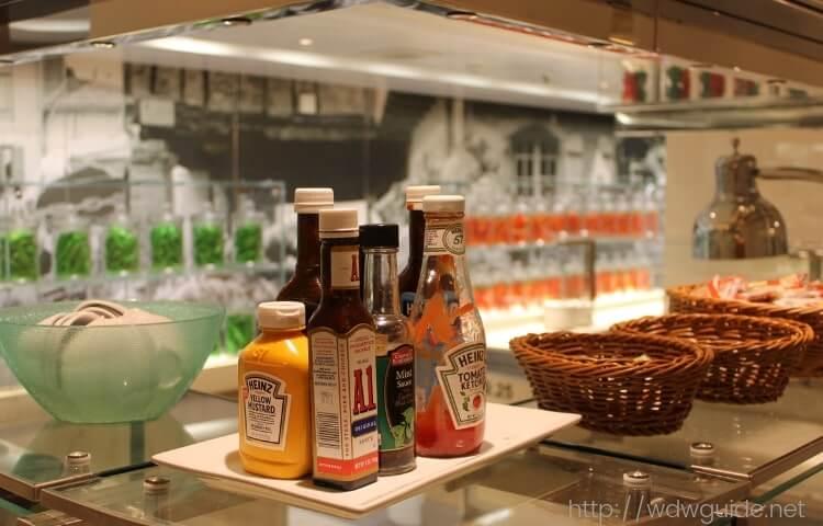 コーニングスダムのビュッフェレストラン 「リド マーケット」 | ホーランドアメリカライン コーニングスダムの客船情報