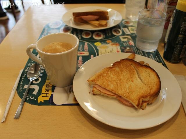 クルーズ乗船前の朝食