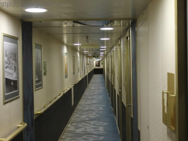 ウエステルダムの船内の廊下