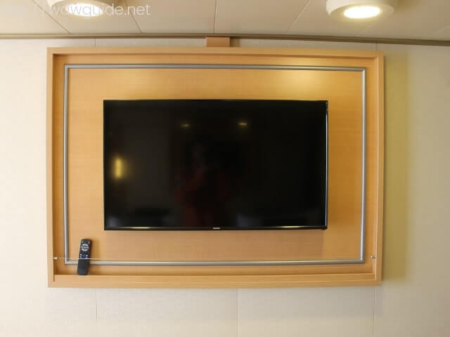 ホーランドアメリカラインのウエステルダムの客室にある大型スクリーン