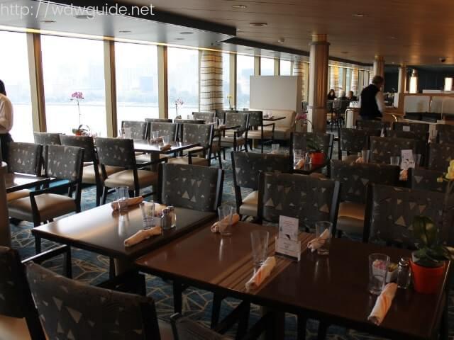 ホーランドアメリカラインのウエステルダムのリドのテーブル