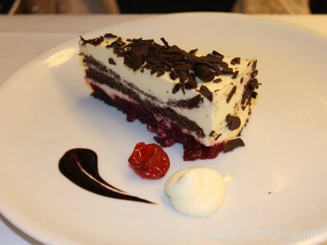 ウエステルダムのメインダイニングでのガラディナーのケーキ