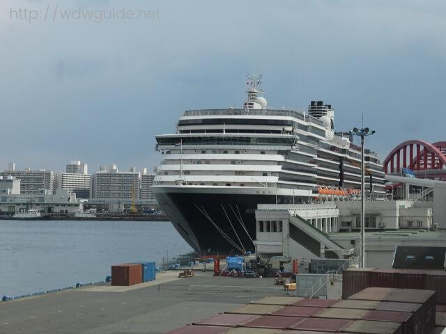 神戸港に寄港中のホーランドアメリカラインのウエステルダム