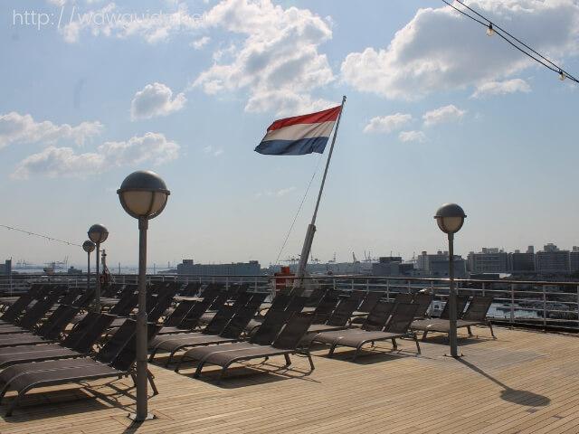 ウエステルダムの後方にあるデッキチェア