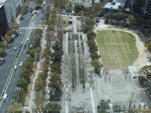 神戸市役所の展望ロビーから見下ろした東遊園地