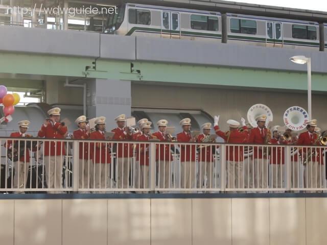 神戸港での消防音楽隊による歓迎演奏