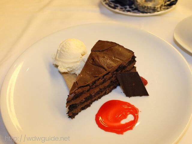 ウエステルダムのメインダイニングでのディナーのチョコレートタルト