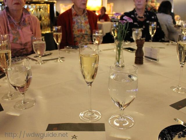 マリナーブランチのテーブル