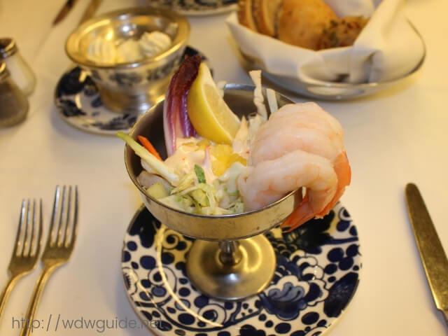 ガラディナーの前菜のジャンボシュリンプカクテル