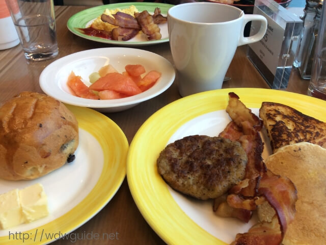 ウエステルダムのリドでの朝食