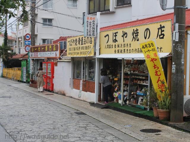 沖縄那覇のやちむん通りのシーサーのお店