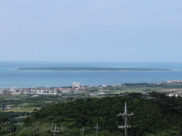 エメラルドの海を見る展望台から見た八重山諸島