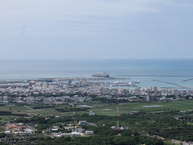 石垣島のエメラルドの海を見る展望台