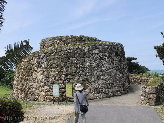 石垣やいま村のアンパル塔