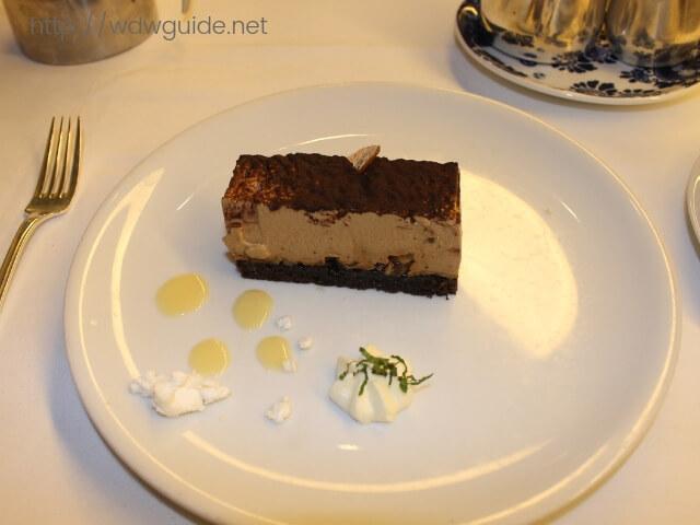 ウエステルダムのメインダイニングでのディナーのチョコレートムース