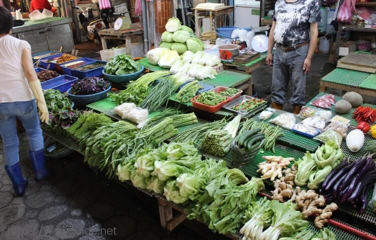 花蓮市内の市場の店