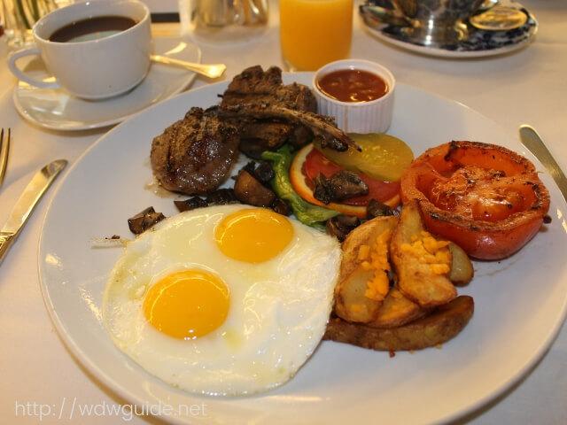ウエステルダムのメインダイニングでの朝食