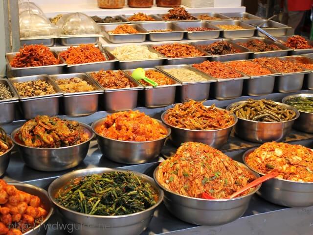 韓国済州島の東門在来市場のキムチ
