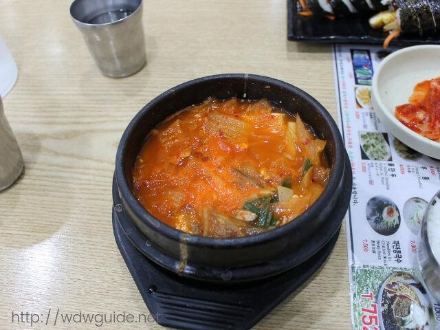 韓国済州島の中央地下商店街で食べたマグロチゲ