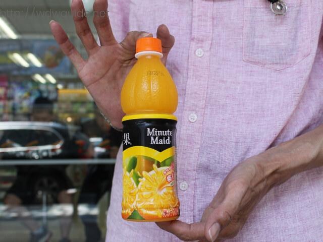 花連のコンビニで買ったジュース