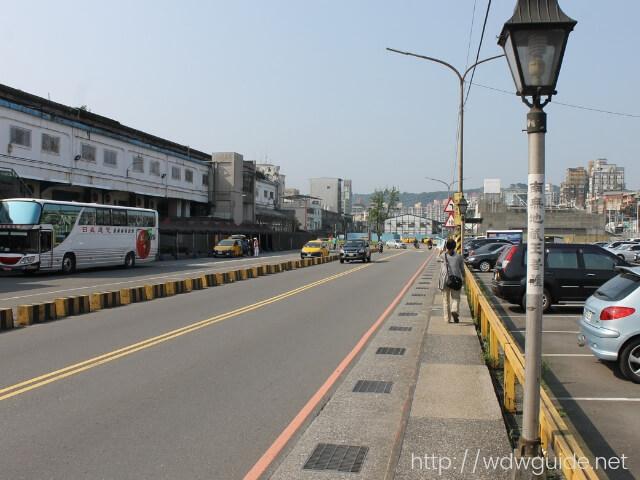 基隆港の前の道