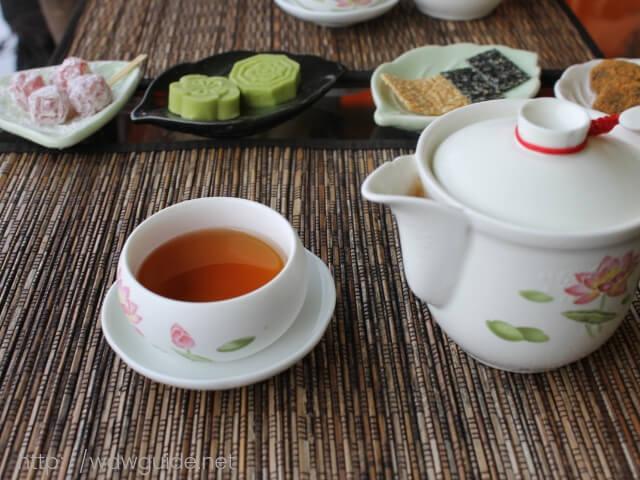 阿妹茶楼のお茶とお茶菓子