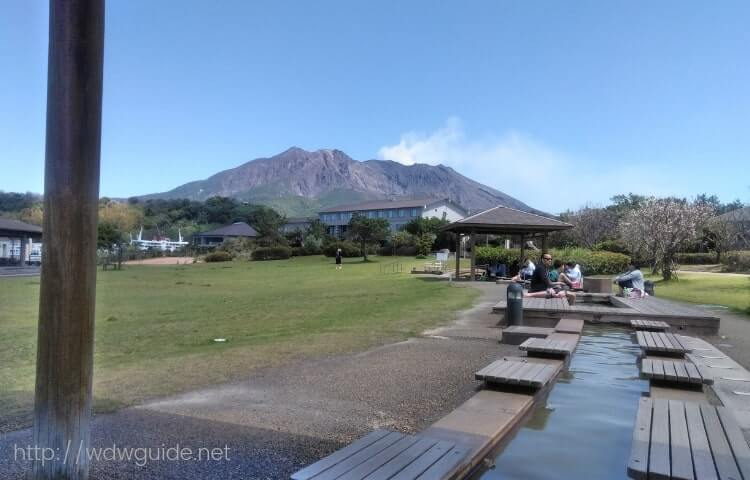 溶岩なぎさ公園足湯と桜島