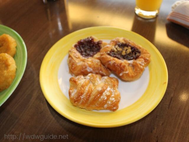 ウエステルダムのリドでの朝食のペストリー
