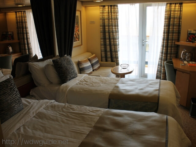 日本発着クルーズを行なっているウエステルダムの客室