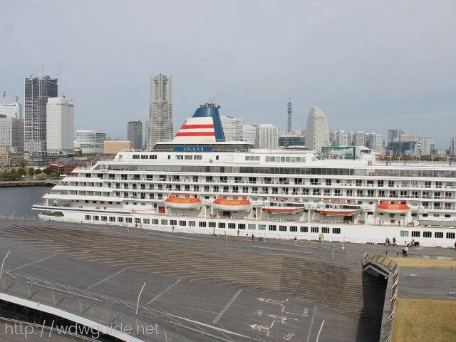 横浜港大桟橋に入港していた飛鳥II