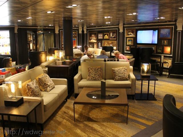 ホーランドアメリカラインのウエステルダム船内にあるギャラリーバー
