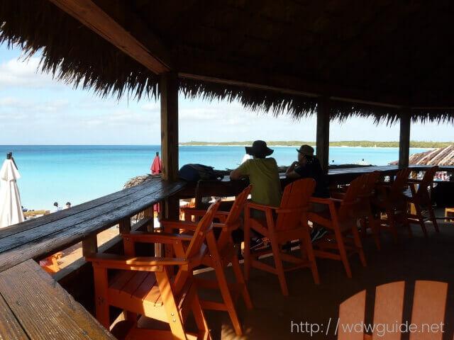 ハーフムーンケイのバーから見る西カリブ海