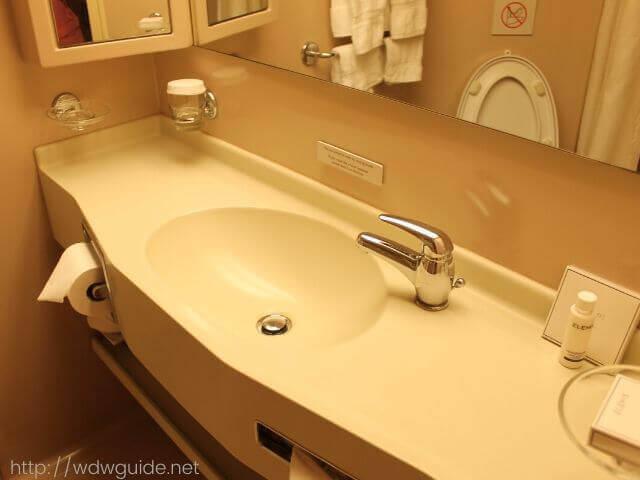 ホーランドアメリカラインのウエステルダムの客室の洗面所