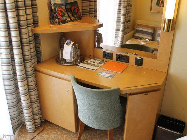 ホーランドアメリカラインのウエステルダムの客室のデスク