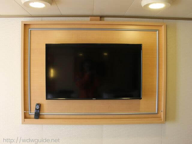ホーランドアメリカラインのウエステルダムの客室の大型モニター