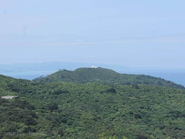 石垣島のエメラルドの海を見る展望台からの風景