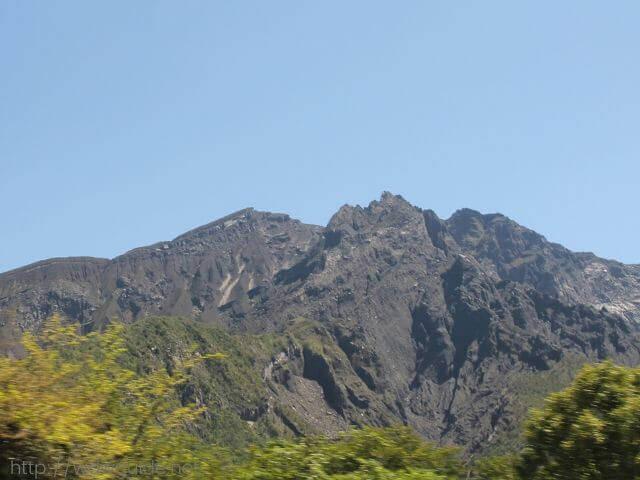 サクラジマアイランドビューバス車内から見た桜島の山肌