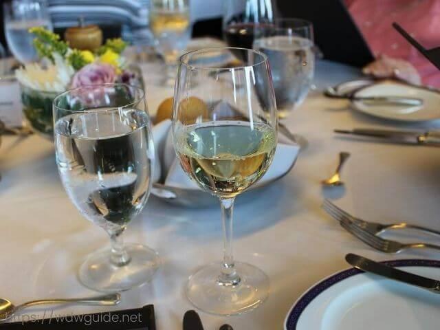 ザイデルダムのマリナーズソサエティランチのシャンパン