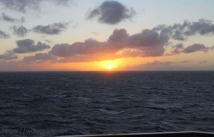 コーニングスダムから見たカリブ海の朝日