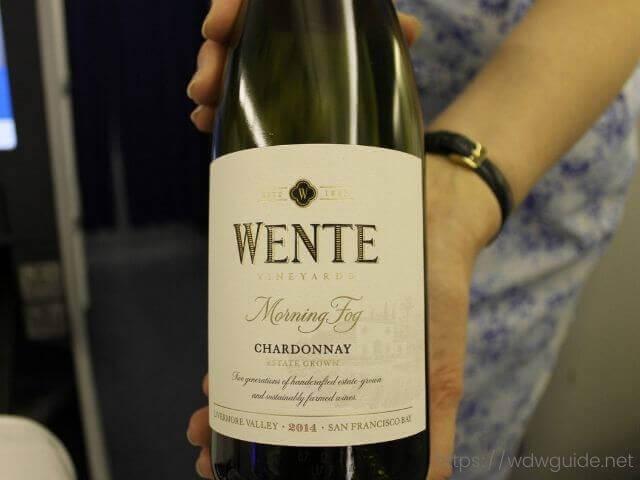 ANAビジネスクラスで飲む白ワイン
