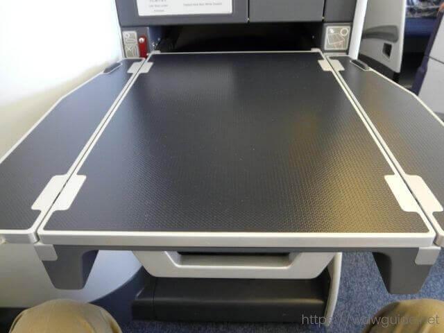 ANAビジネスクラスのテーブル